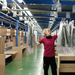 Рабочие на склад брендовой одежды - изображение 1